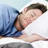 睡眠男性画像
