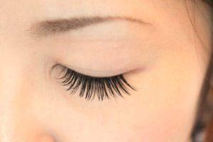 eyelash-extenshion
